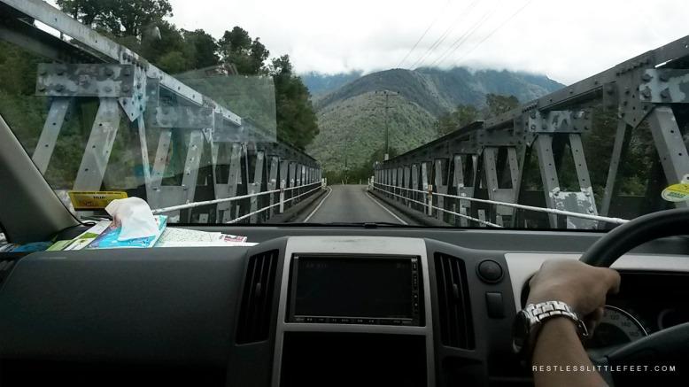 Jembatan yang hanya memiliki satu jalur.